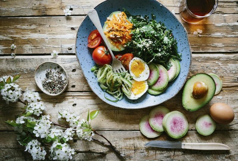 Pomoc starejšim na domu - priprava zdrvih obrokov